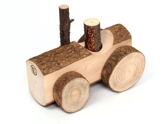 Деревяний трактор
